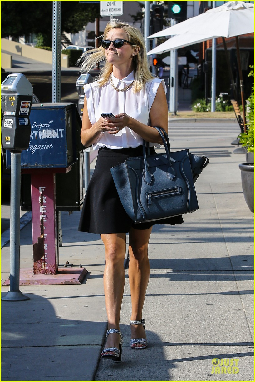 reese witherspoon signs with leonardo dicaprio manager 082938596