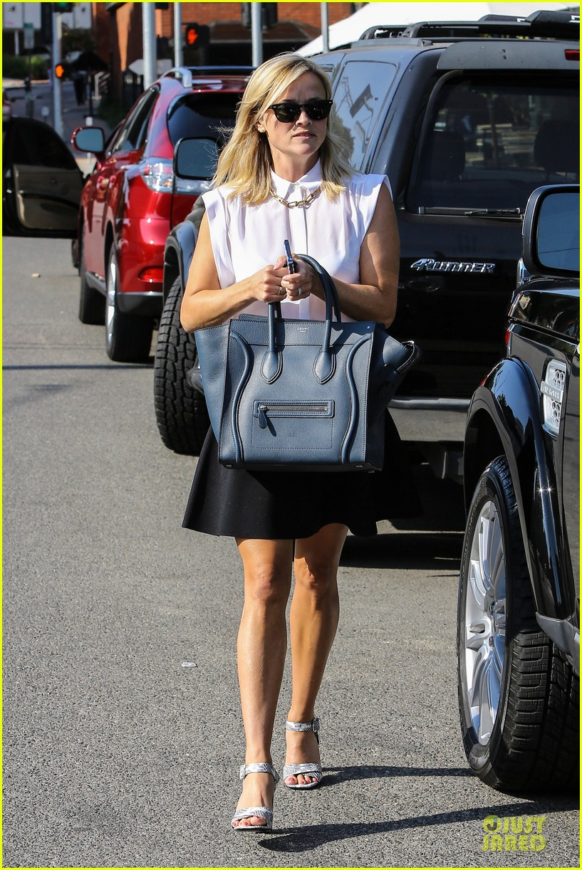 reese witherspoon signs with leonardo dicaprio manager 102938598