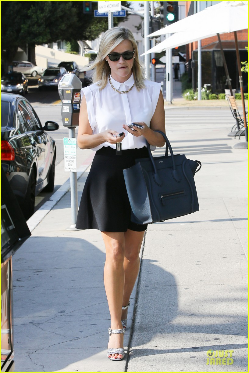 reese witherspoon signs with leonardo dicaprio manager 122938600