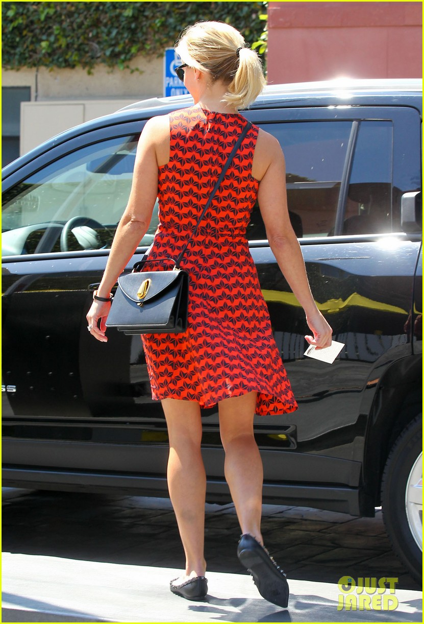 reese witherspoon business meeting at le pain quotidien 052940873