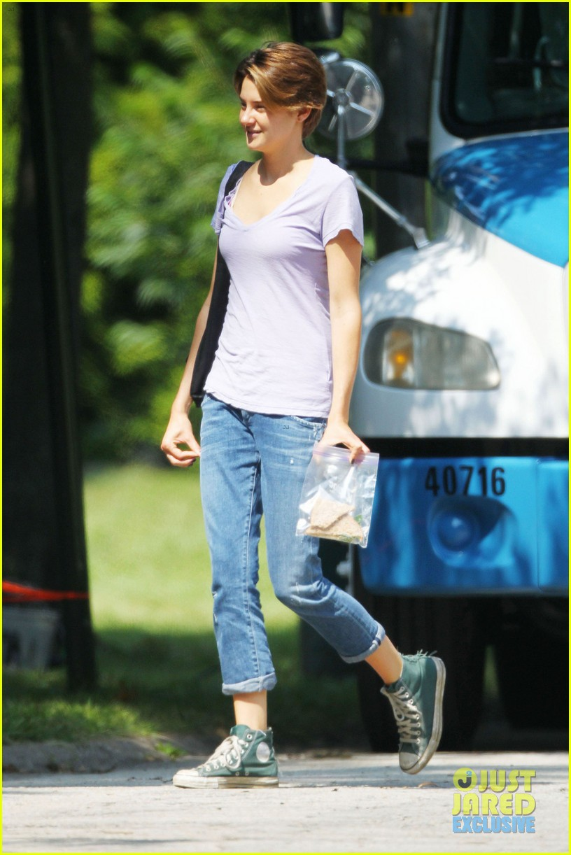 shailene woodley fault in our stars first set photos 042940179