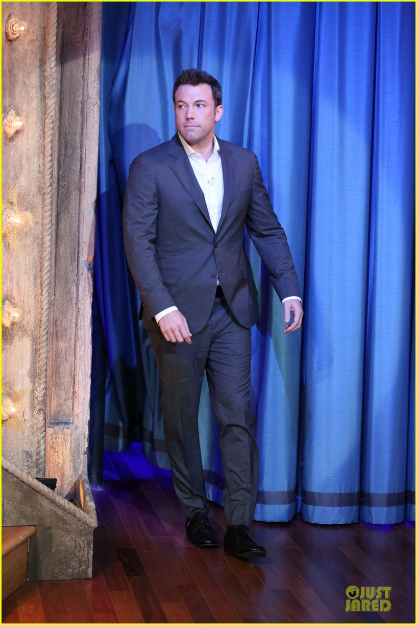 ben affleck mindy kaling late night with jimmy fallon guests 01