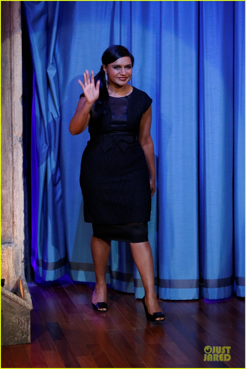ben affleck mindy kaling late night with jimmy fallon guests 052953847