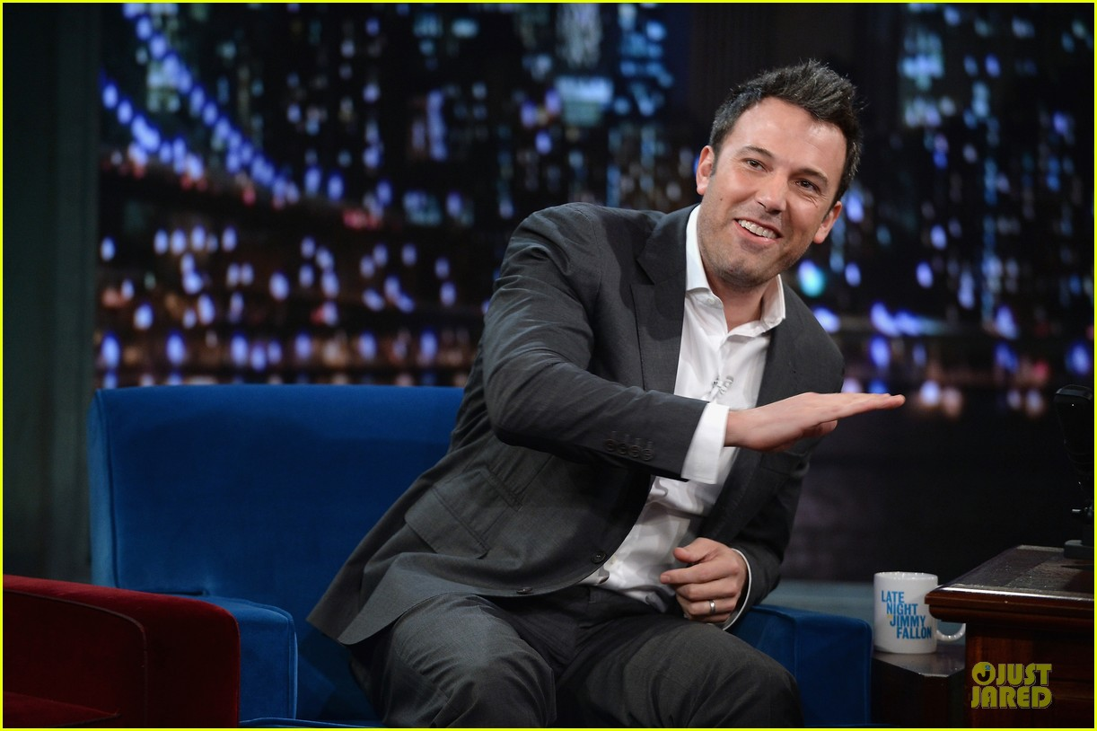 ben affleck mindy kaling late night with jimmy fallon guests 082953850