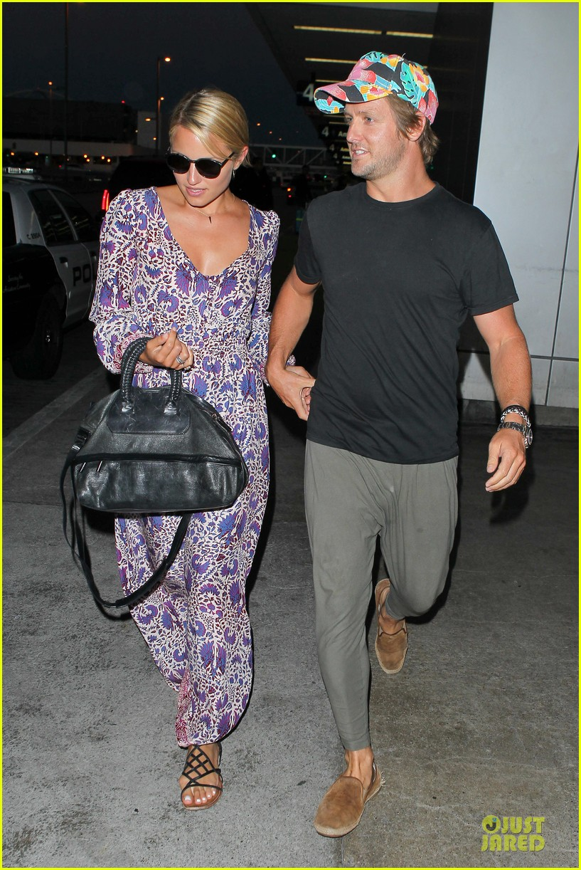 dianna agron nick mathers hold hands at lax airport 032943396
