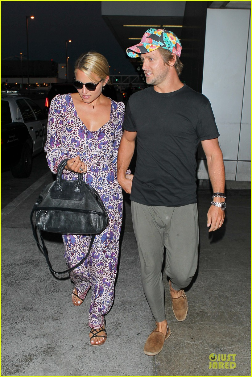 dianna agron nick mathers hold hands at lax airport 072943400