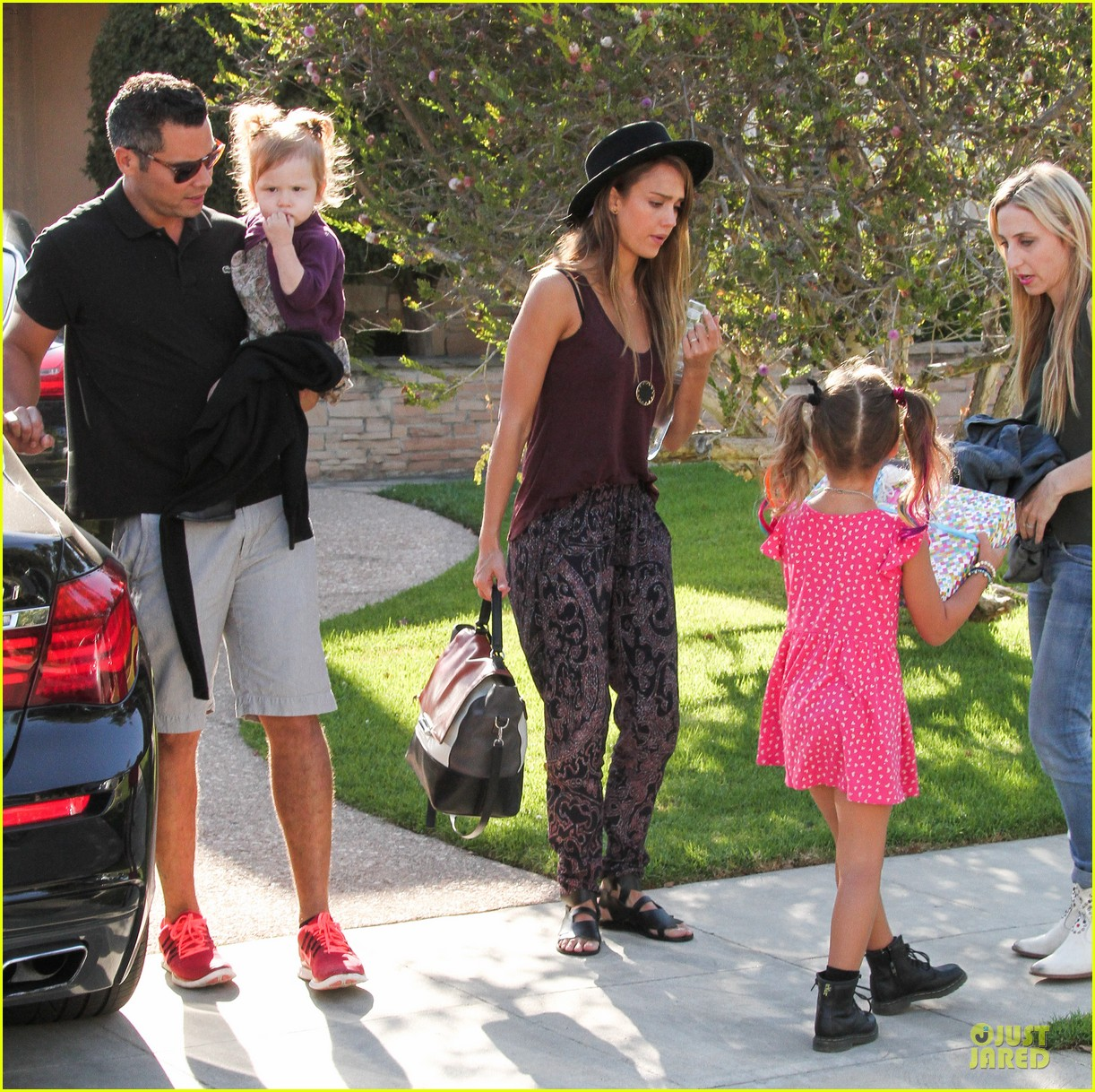 jessica alba farmers market fun with family after nyfw 072953652