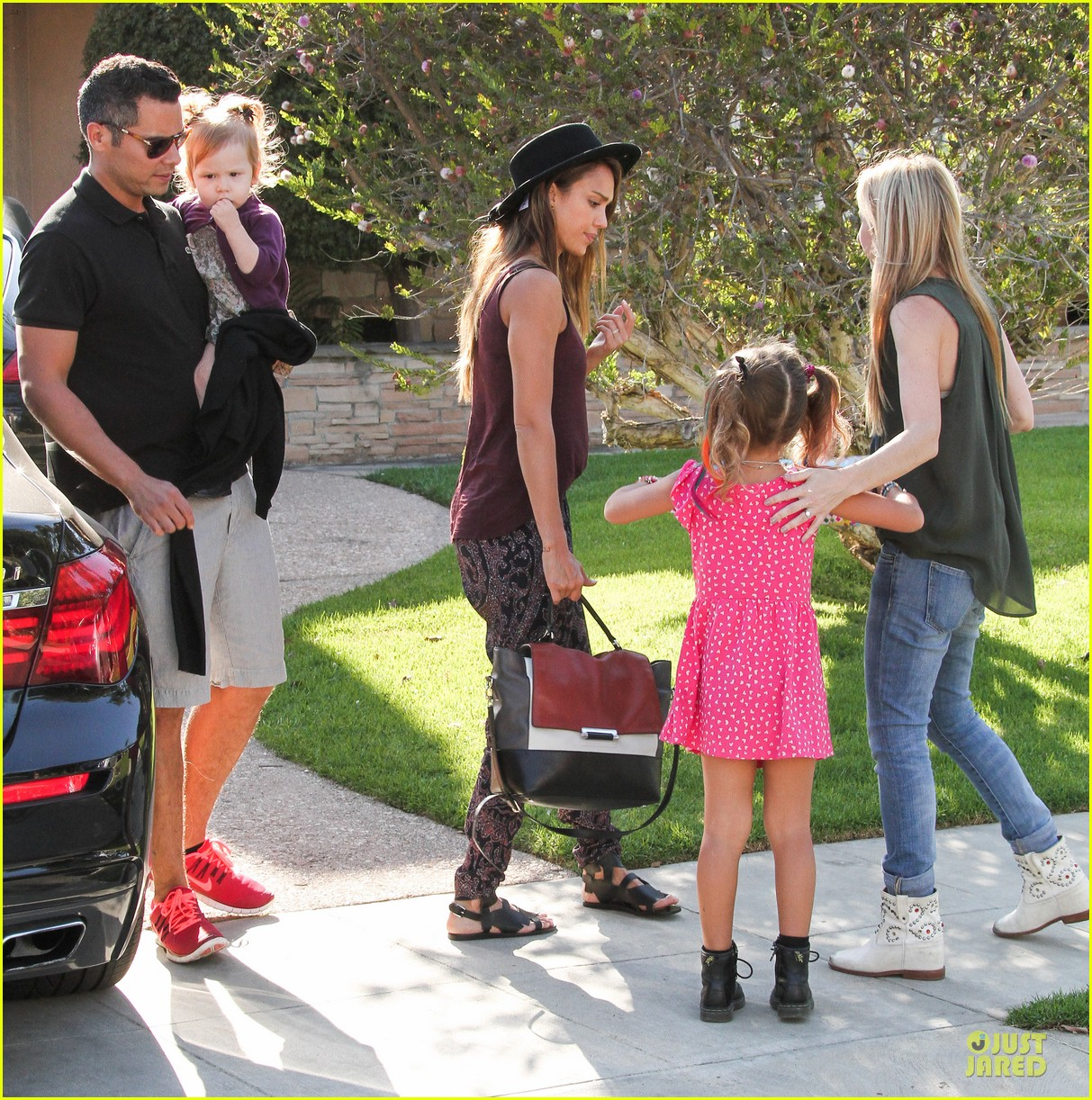 jessica alba farmers market fun with family after nyfw 102953655