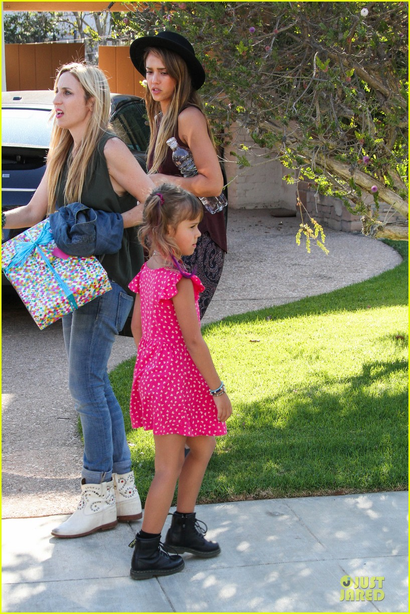 jessica alba farmers market fun with family after nyfw 192953664