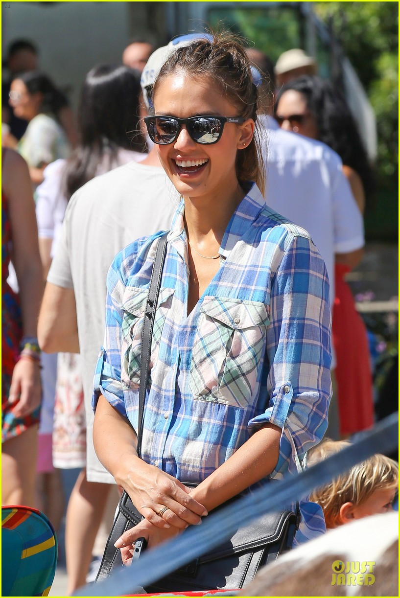 jessica alba farmers market fun with family after nyfw 212953666