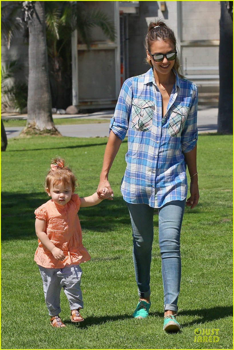 jessica alba farmers market fun with family after nyfw 222953667