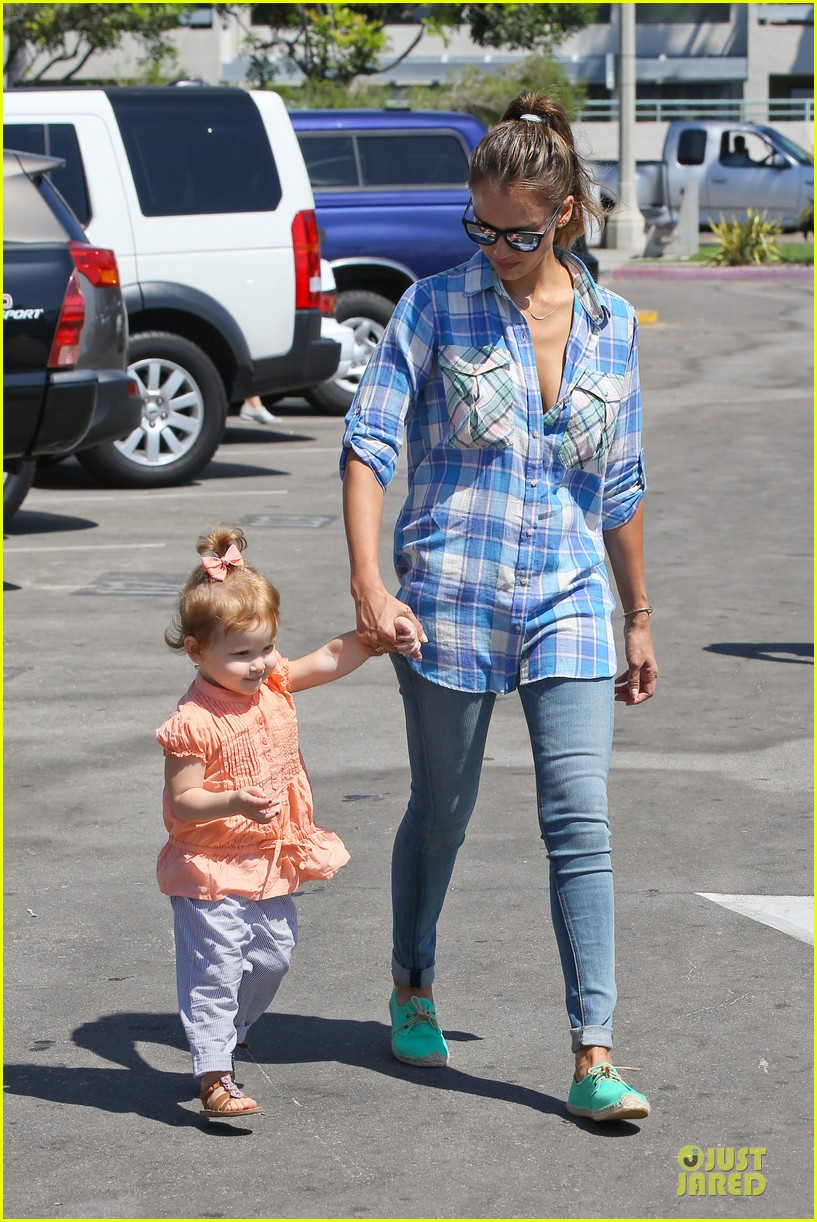 jessica alba farmers market fun with family after nyfw 252953670