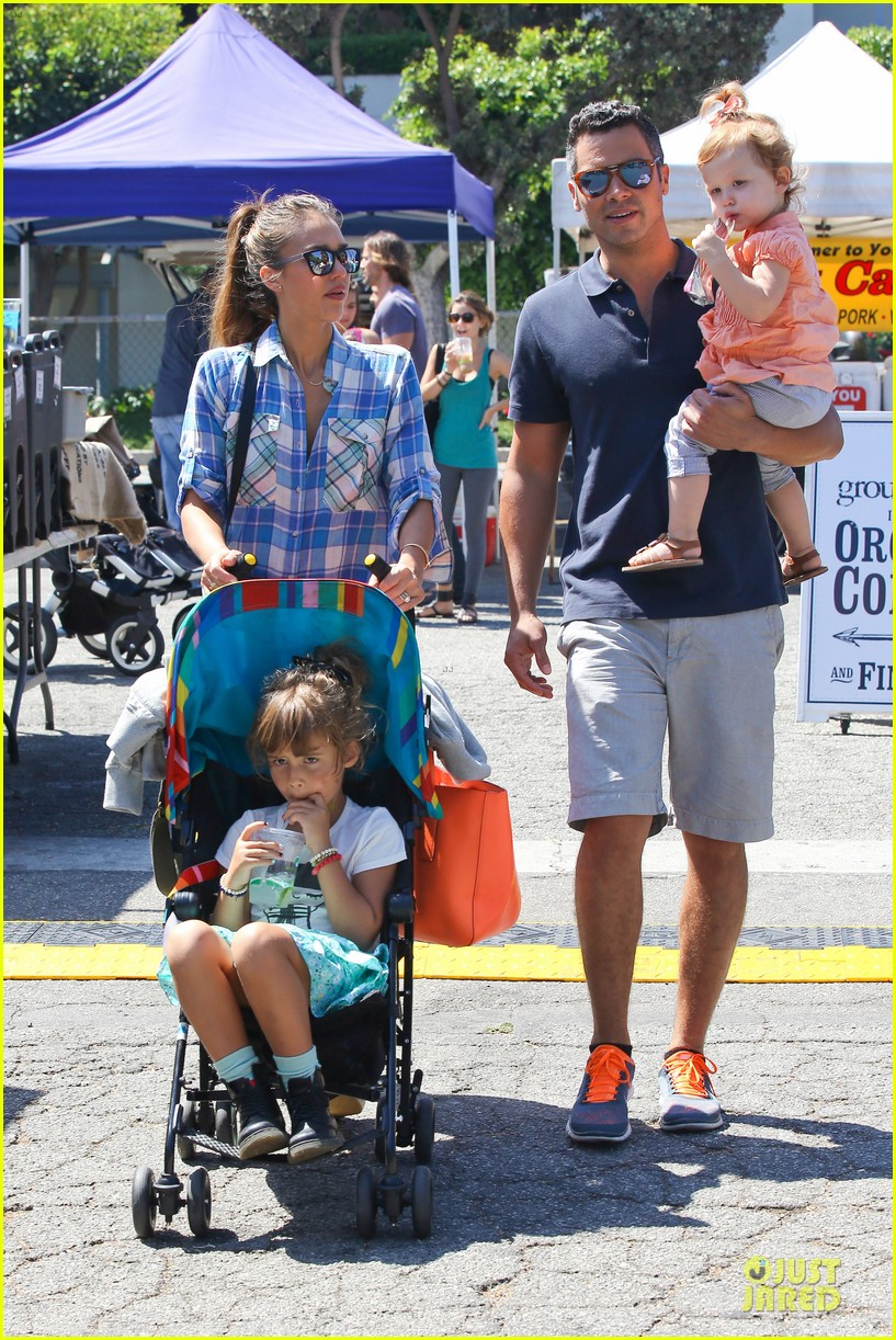 jessica alba farmers market fun with family after nyfw 29