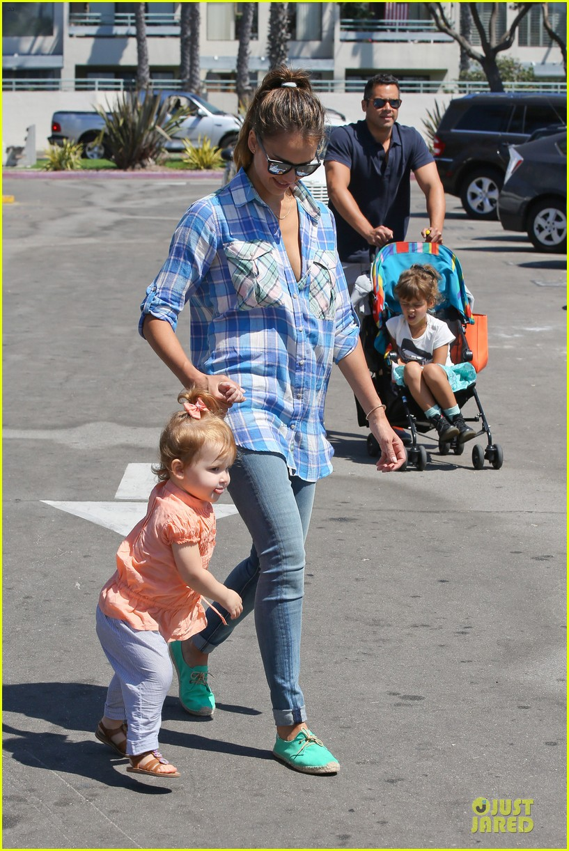 jessica alba farmers market fun with family after nyfw 302953675