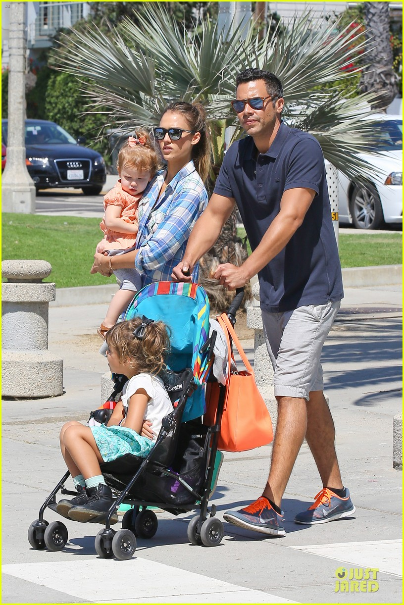 jessica alba farmers market fun with family after nyfw 34