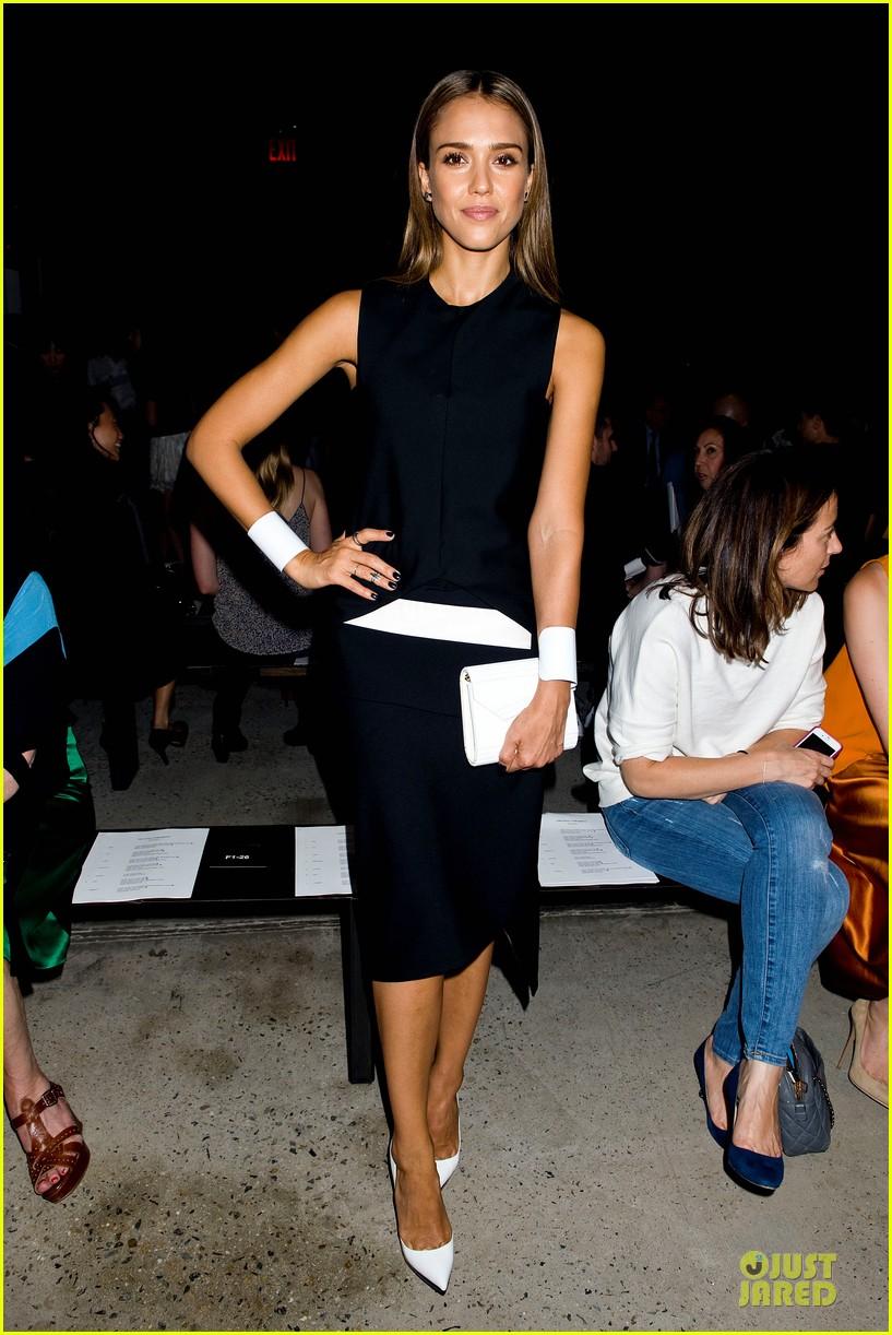 jessica alba greta gerwig narciso rodriguez fashion show 19
