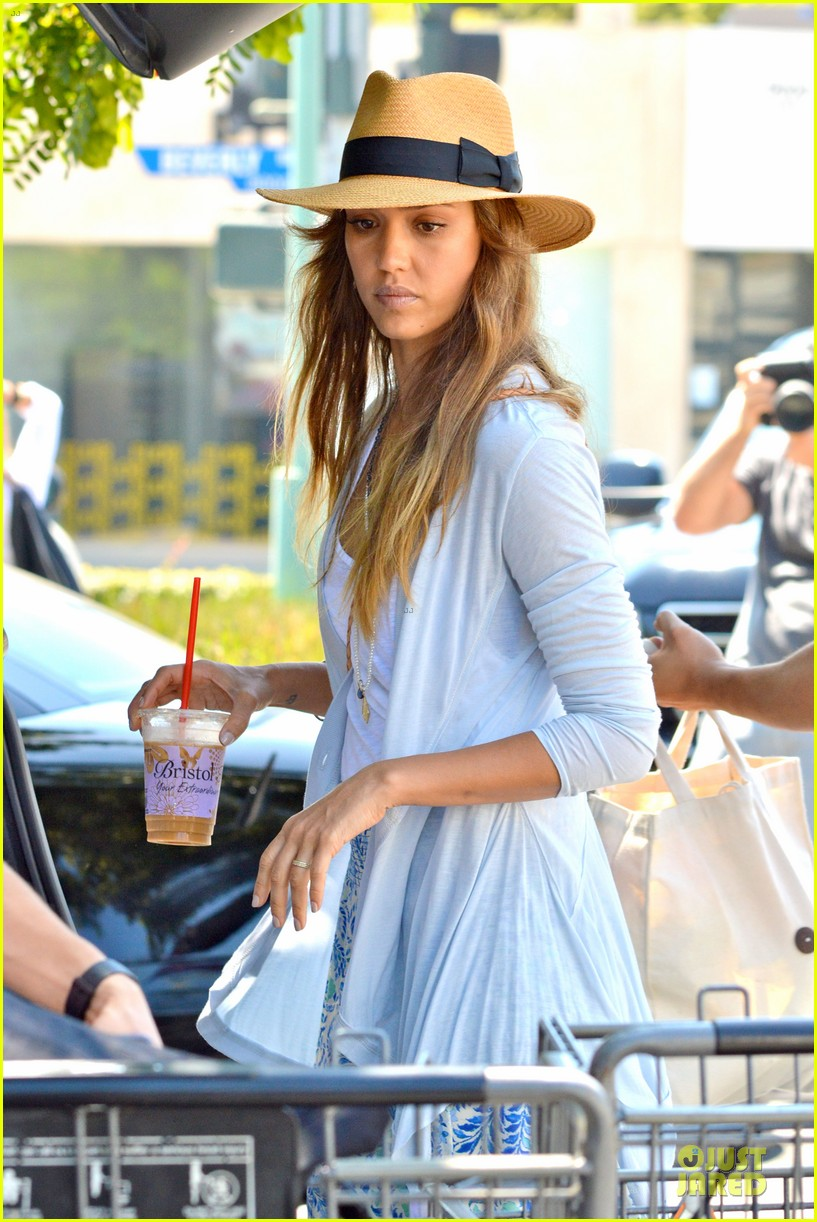 jessica alba labor day grocery shopping with honor 042943223