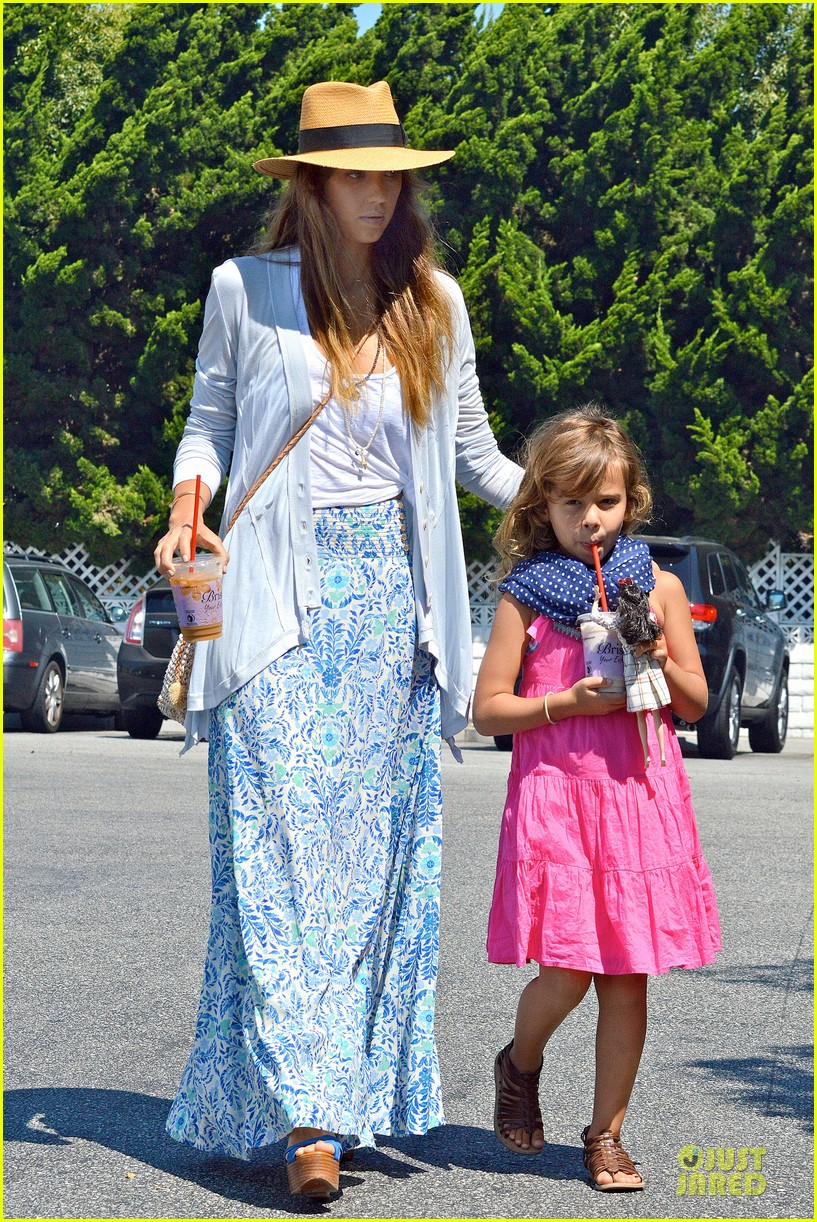 jessica alba labor day grocery shopping with honor 092943228
