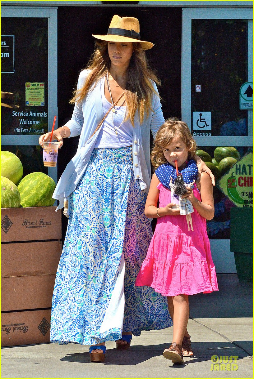 jessica alba labor day grocery shopping with honor 102943229