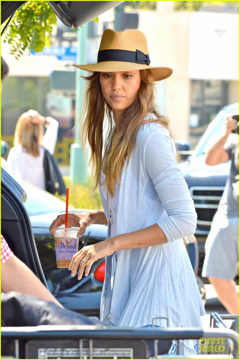 jessica alba labor day grocery shopping with honor 132943232