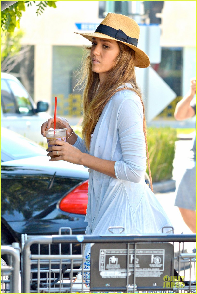 jessica alba labor day grocery shopping with honor 142943233