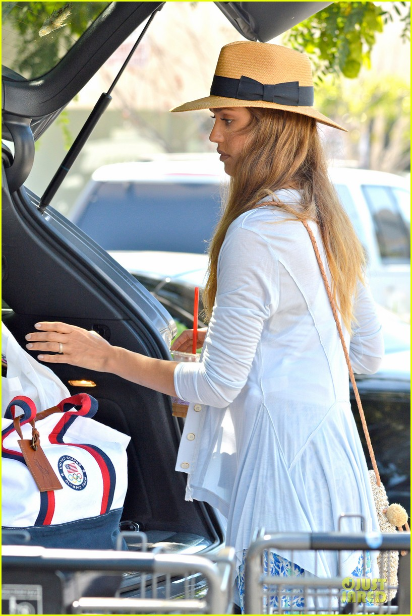 jessica alba labor day grocery shopping with honor 162943235