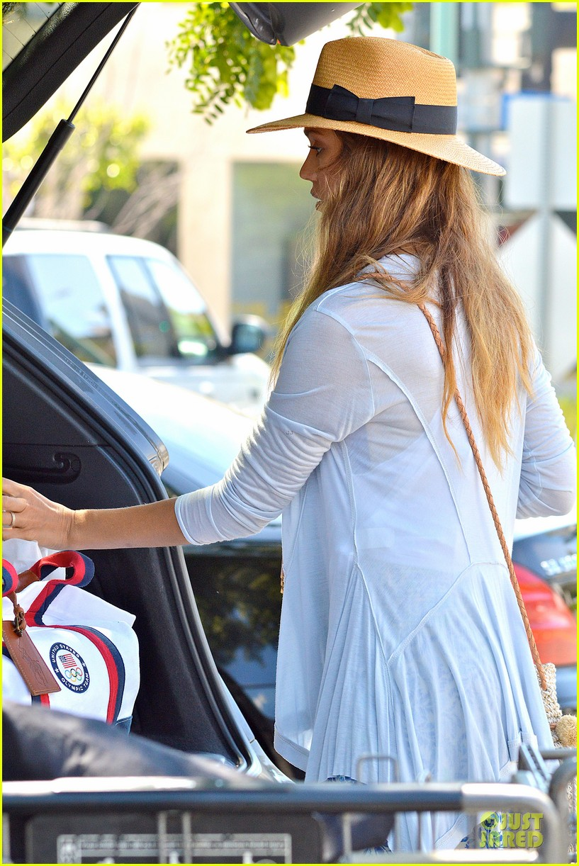jessica alba labor day grocery shopping with honor 172943236