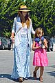 jessica alba labor day grocery shopping with honor 09