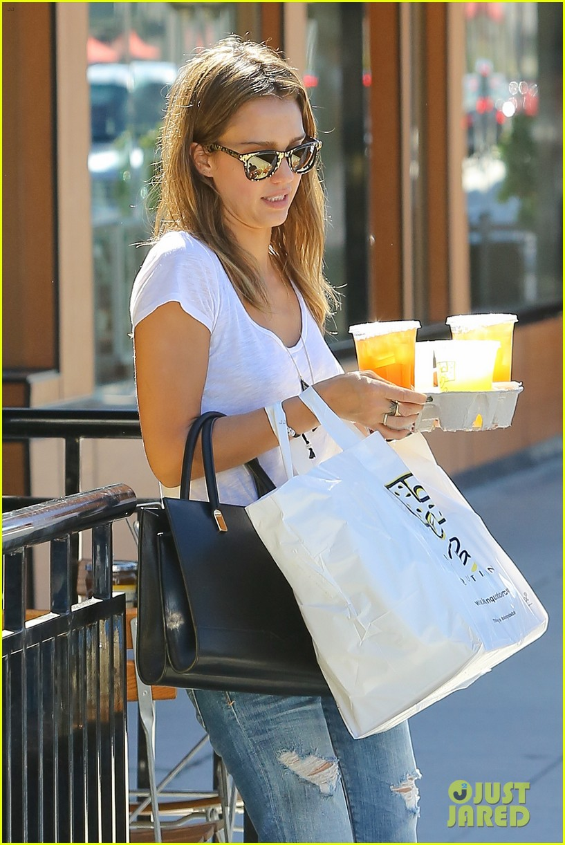 jessica alba sunday mall stop 06