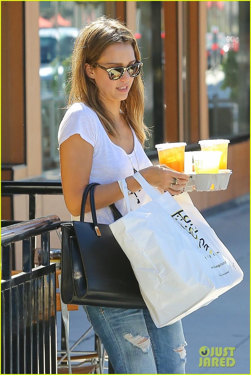 jessica alba sunday mall stop 062962812