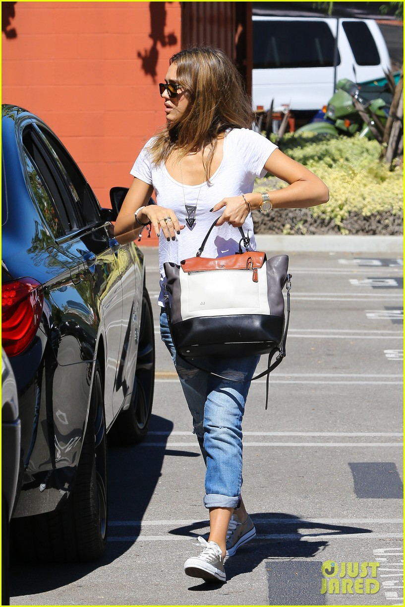 jessica alba sunday mall stop 082962814