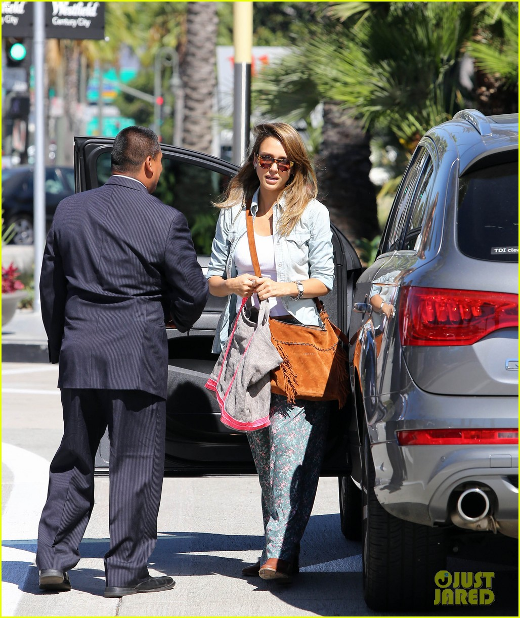 jessica alba sunday mall stop 162962822