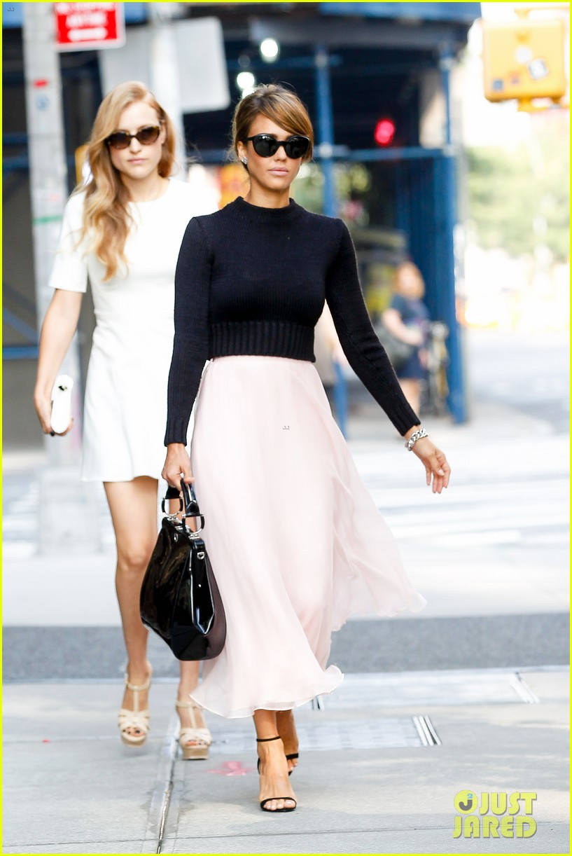 jessica alba nyc exit after ralph lauren fashion show 012951237