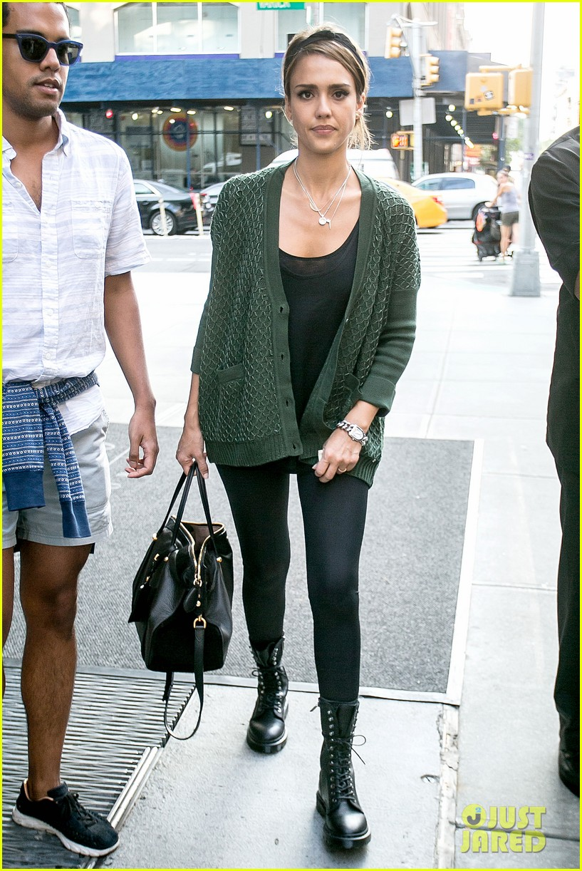 jessica alba nyc exit after ralph lauren fashion show 072951243