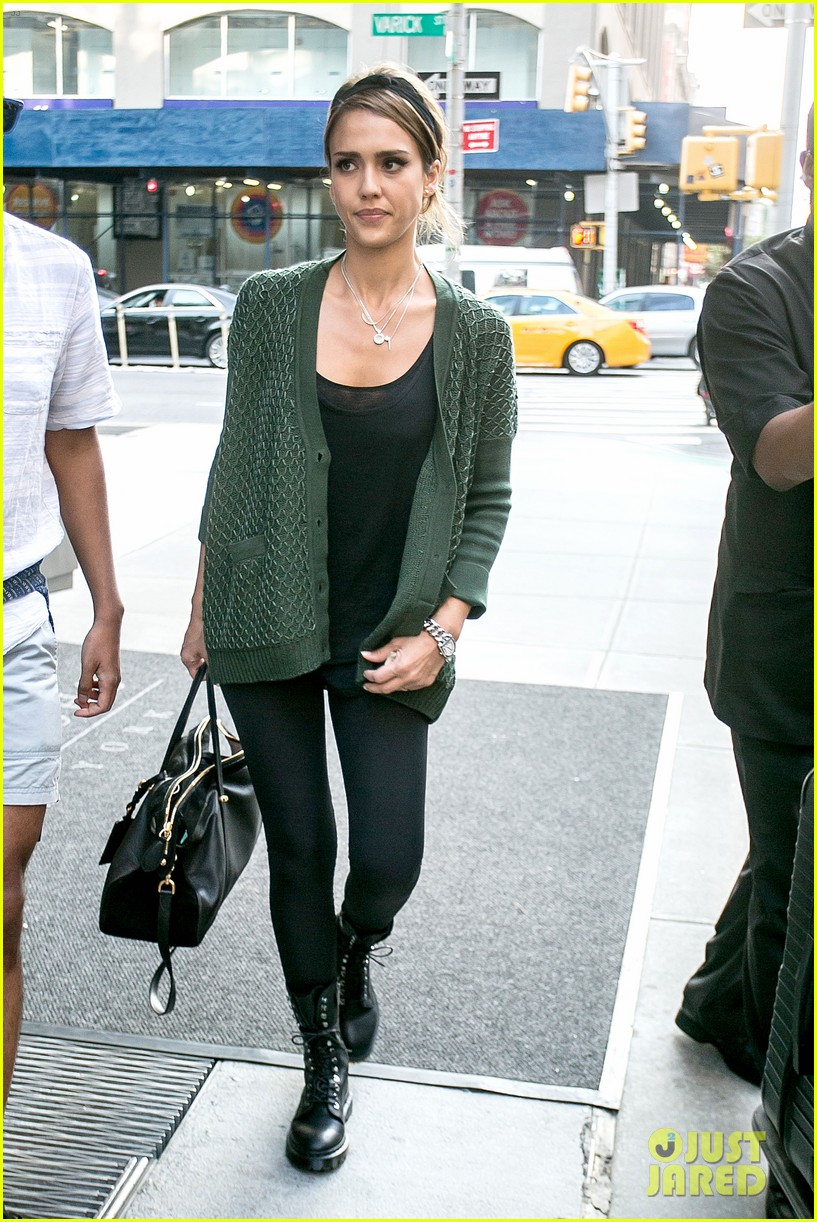 jessica alba nyc exit after ralph lauren fashion show 092951245