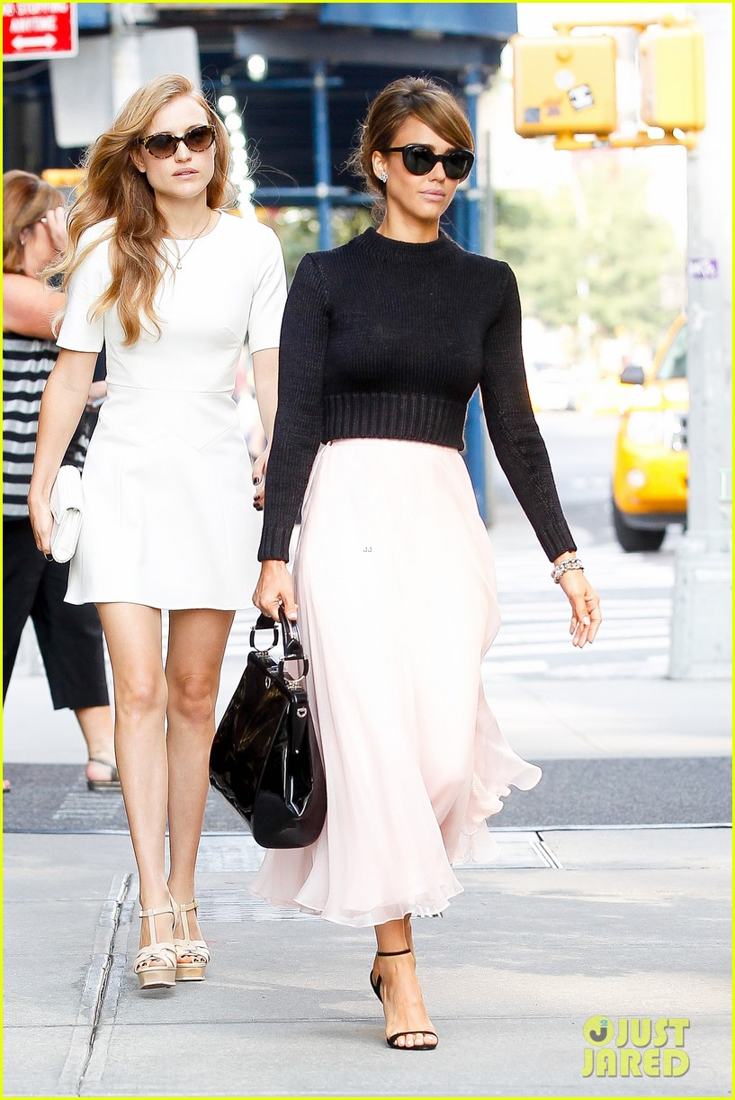 jessica alba nyc exit after ralph lauren fashion show 15