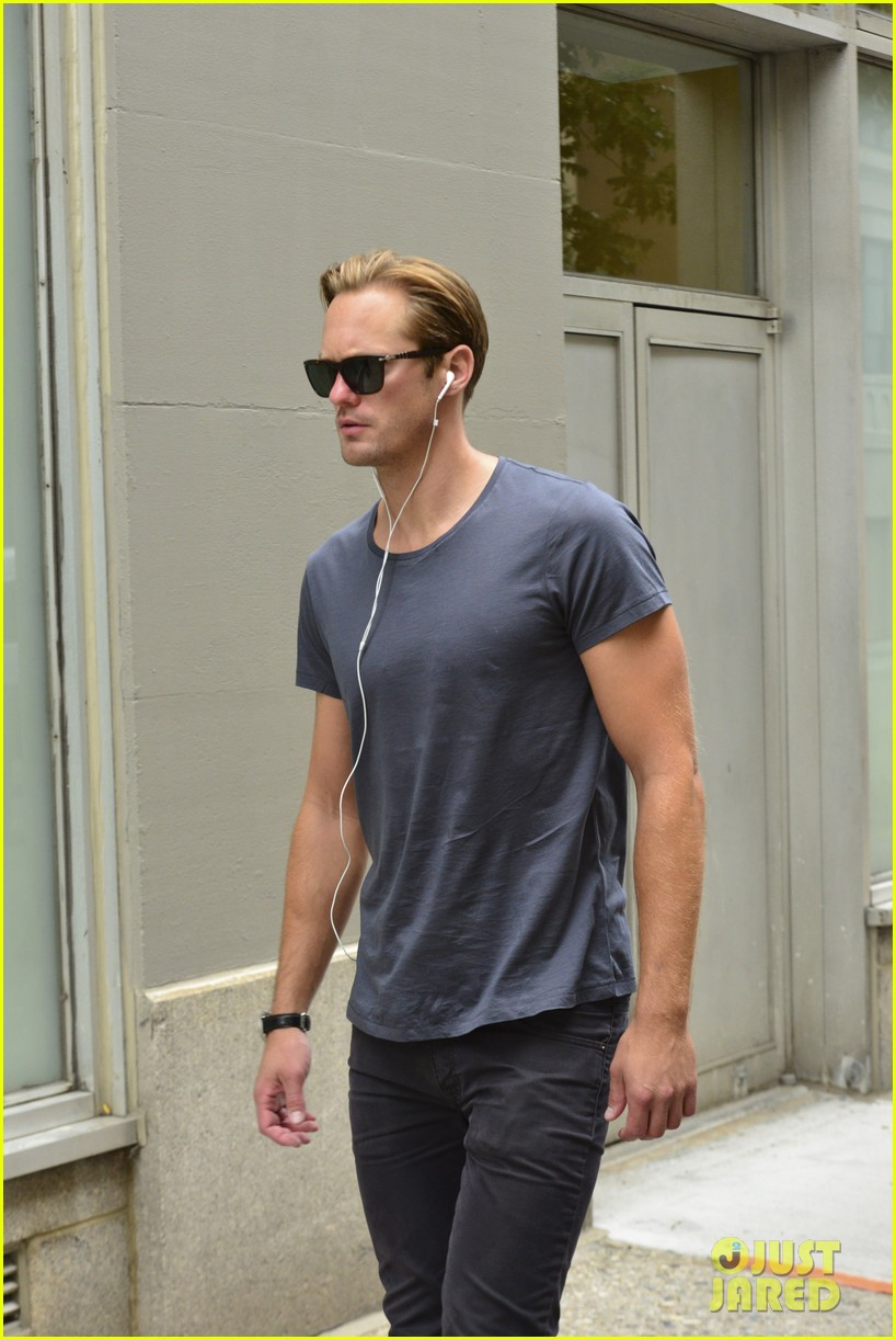 alexander skarsgard headed to south pole with prince harry for charity 112951529