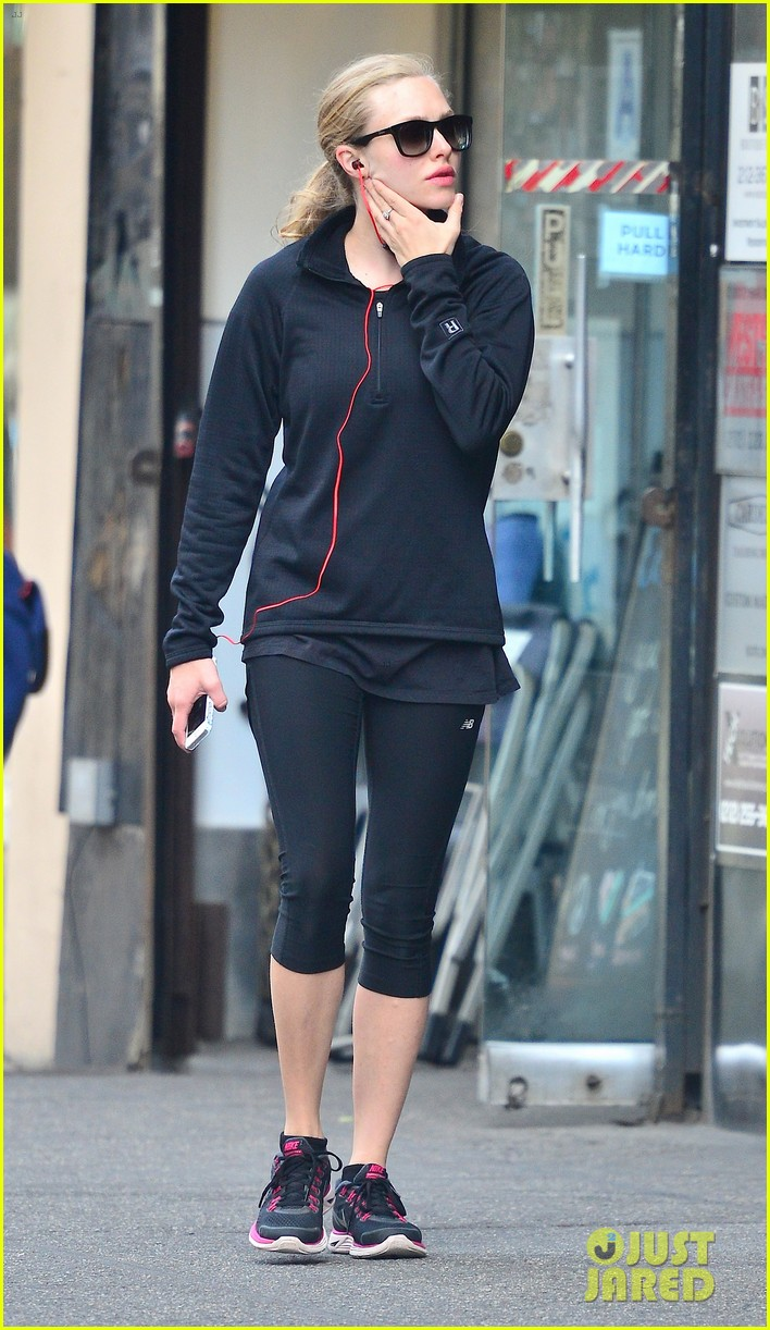 amanda seyfried early morning jog in union square 13