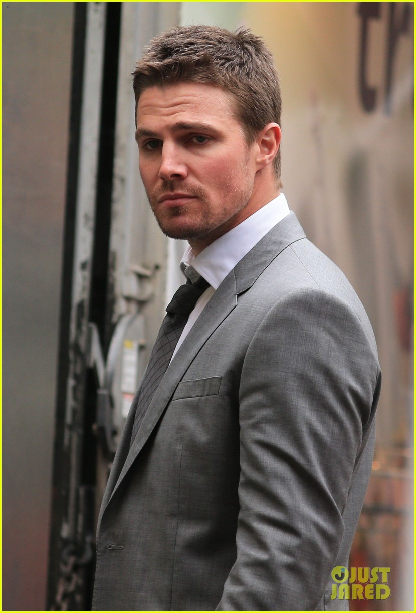 stephen amell ammelsdays cw promo with cousin robbie 022960123