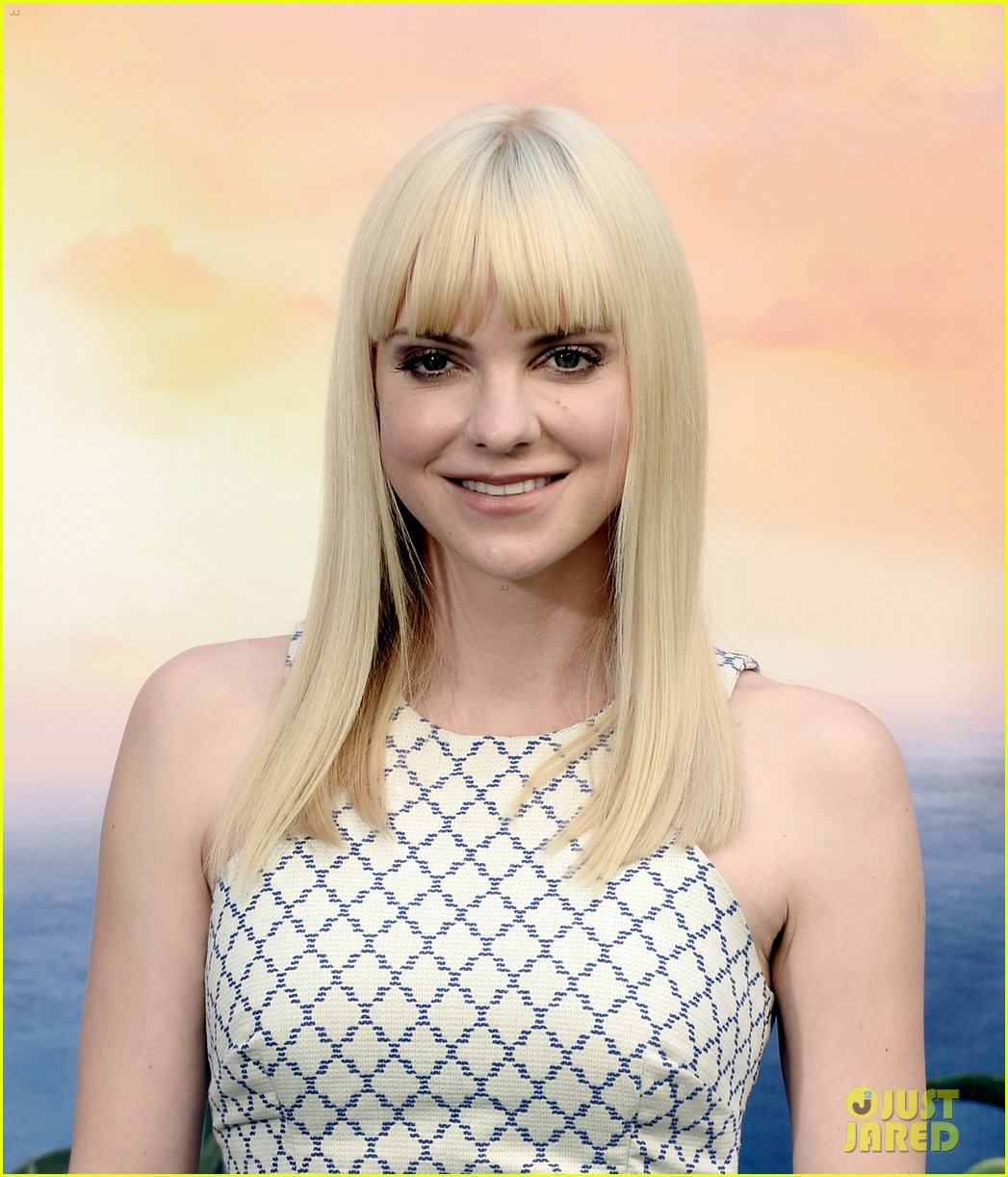 anna faris andy sandberg cloudy 2 photo call 04