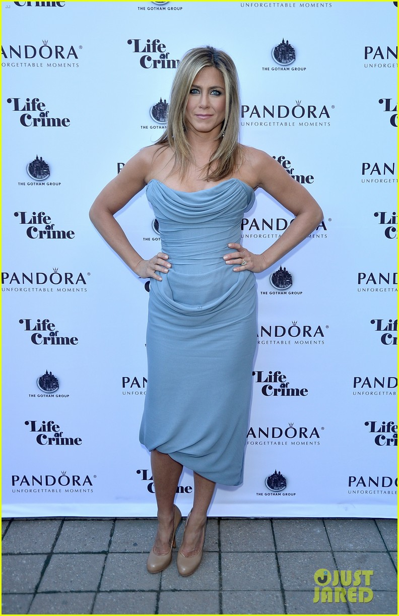 jennifer aniston life of crime cocktails with justin theroux 052952459