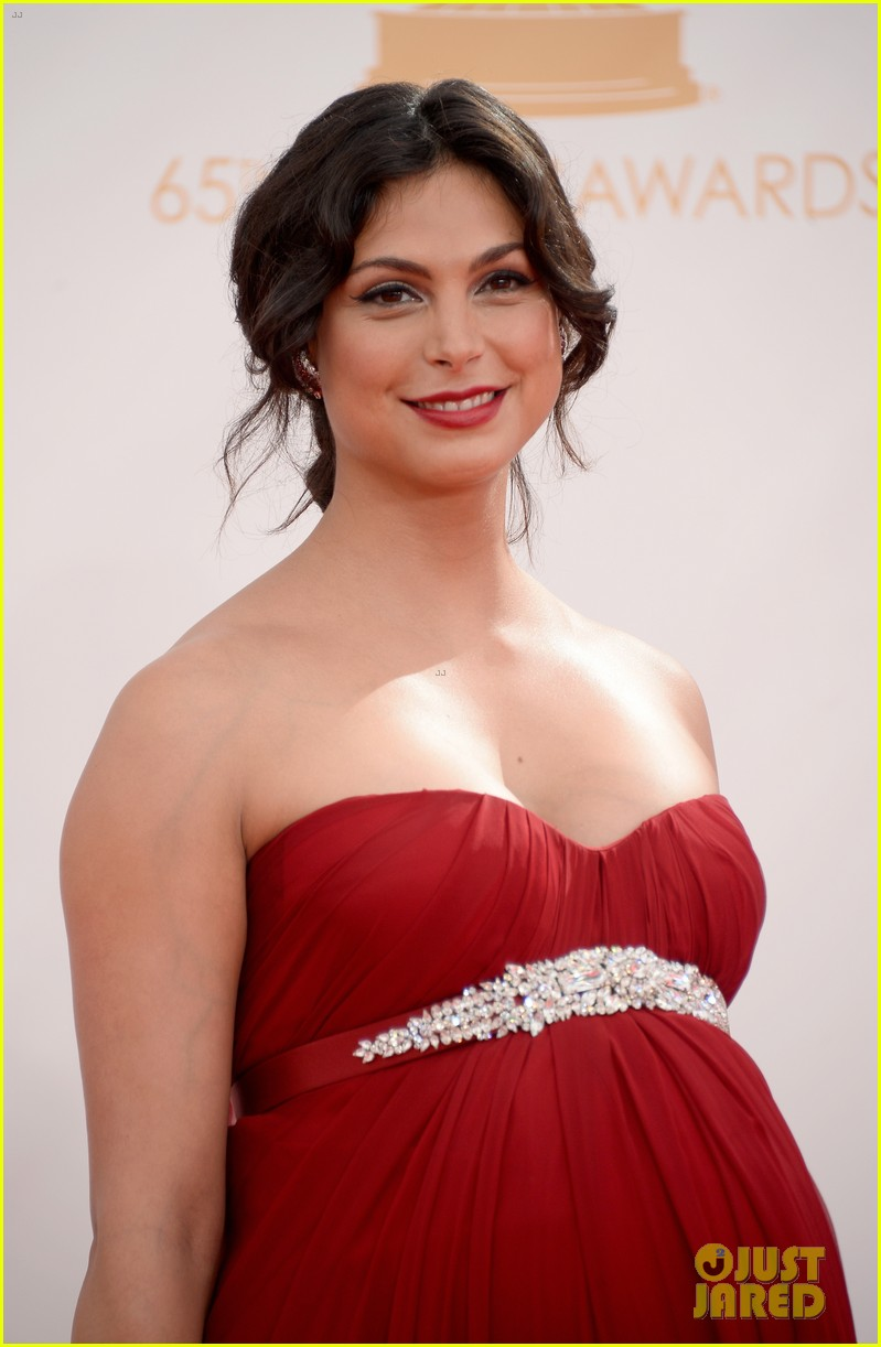 pregnant morena baccarin emmys 2013 red carpet 02