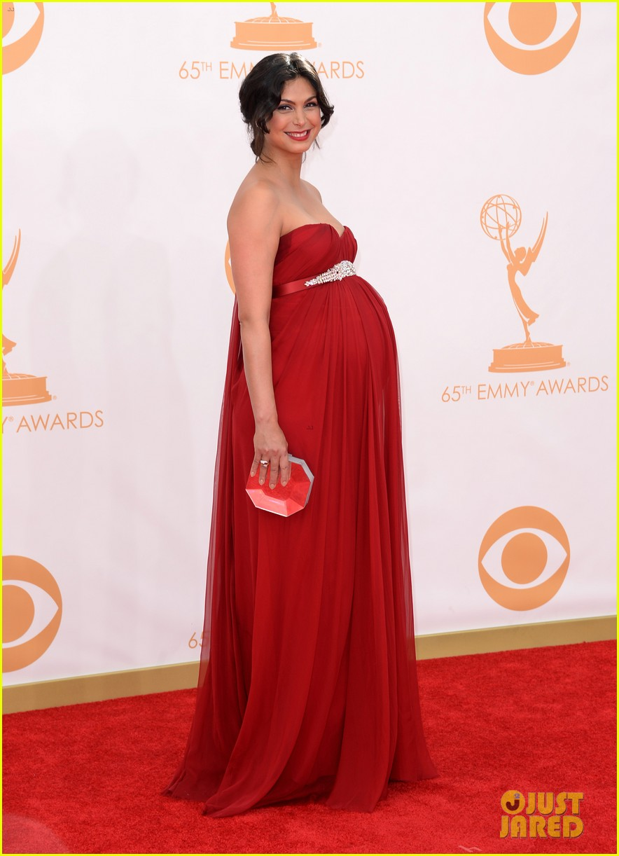 pregnant morena baccarin emmys 2013 red carpet 082958004