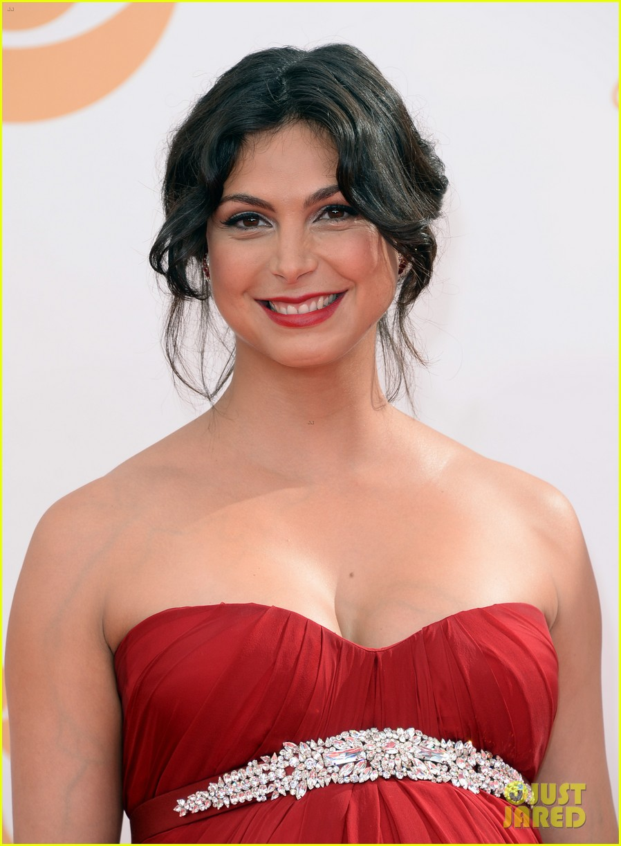 pregnant morena baccarin emmys 2013 red carpet 15