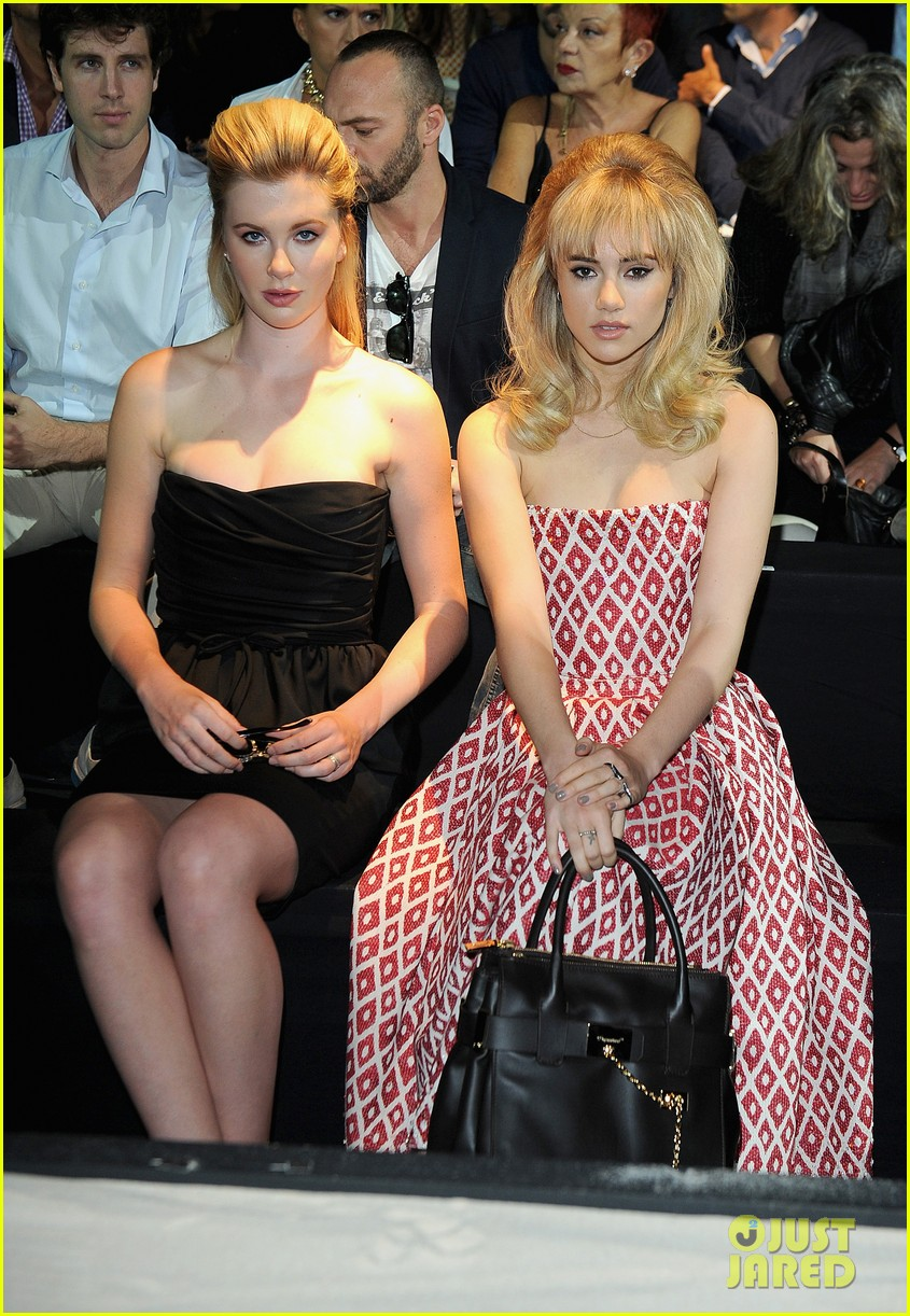 ireland baldwin suki waterhouse dsquared2 show in milan 022955113