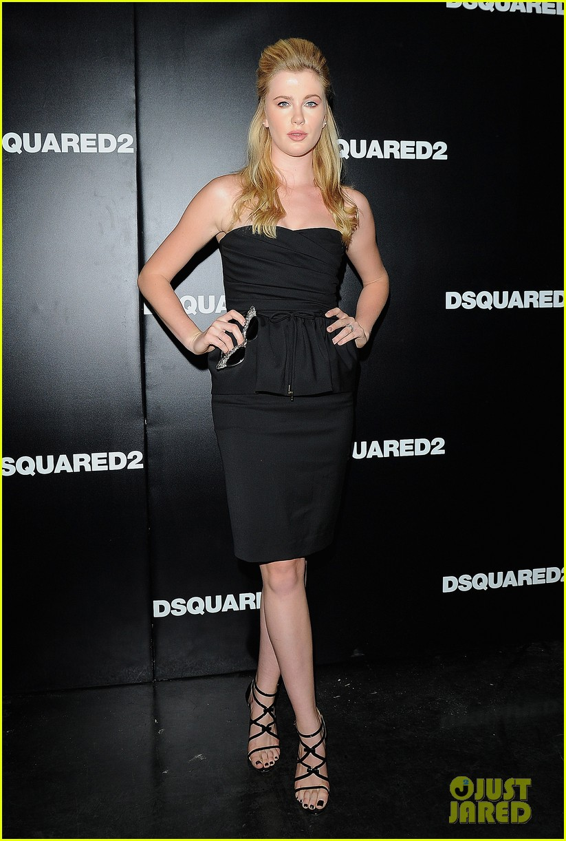 ireland baldwin suki waterhouse dsquared2 show in milan 032955114