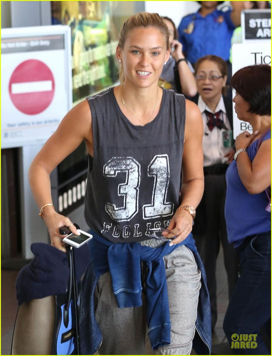 bar refaeli foolish beauty landing at lax airport 04
