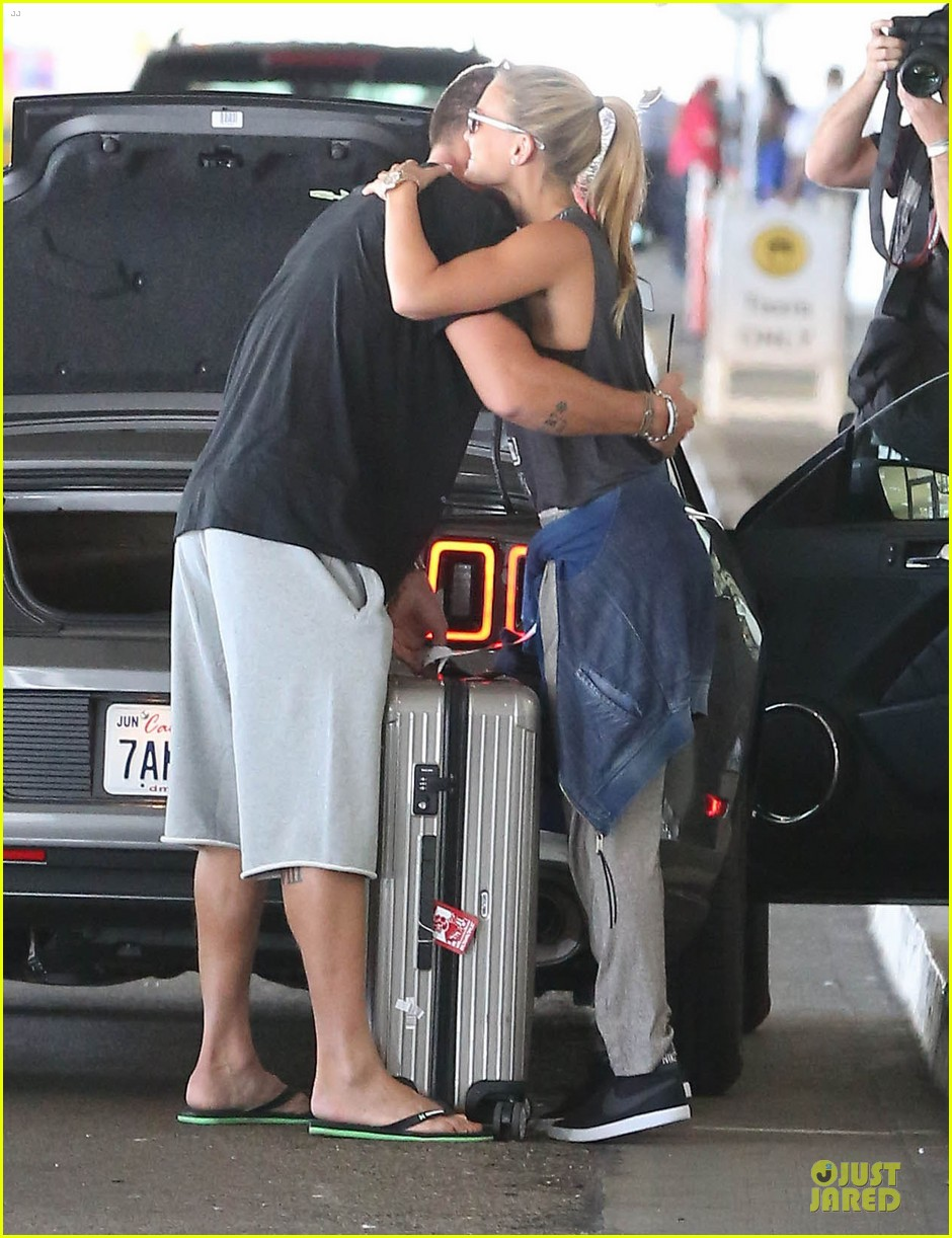 bar refaeli foolish beauty landing at lax airport 082948800