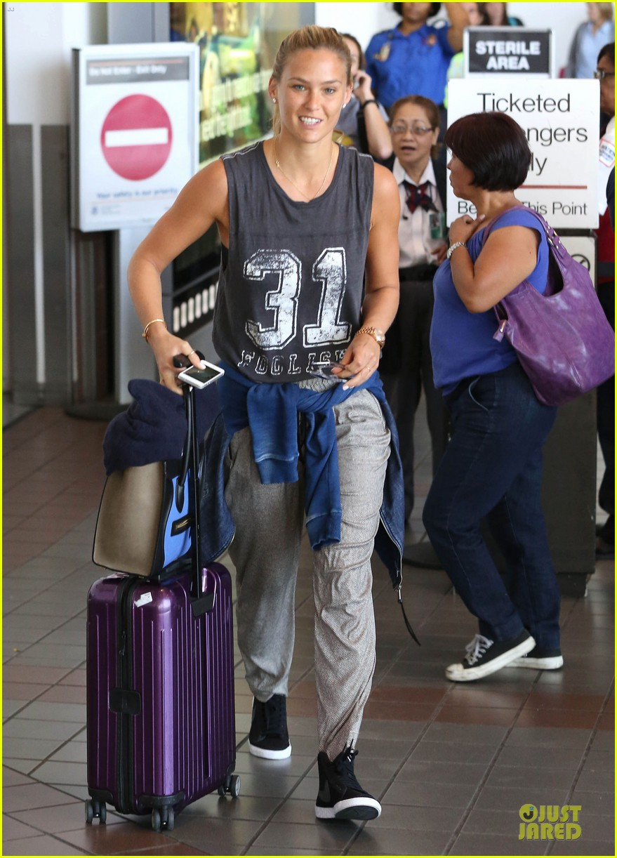 bar refaeli foolish beauty landing at lax airport 112948803