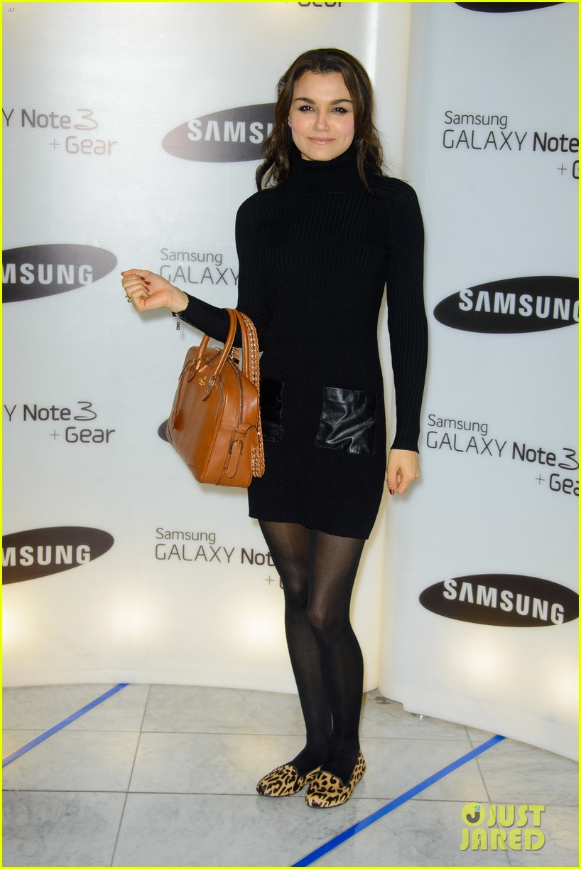 samantha barks ellie goulding samsung galaxy gear launch 01